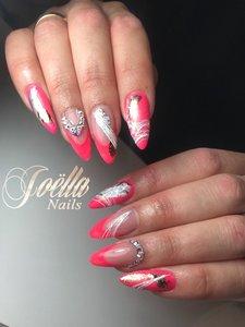 Summer Pink Nails by Joëlla Alfons